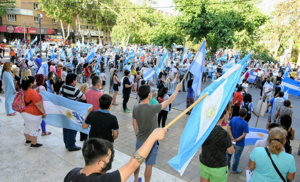 Sanjuaninos se manifestaron en el microcentro de San Juan.