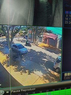 Capital: un motociclista atropelló a una nena y la dejó tirada en la calle