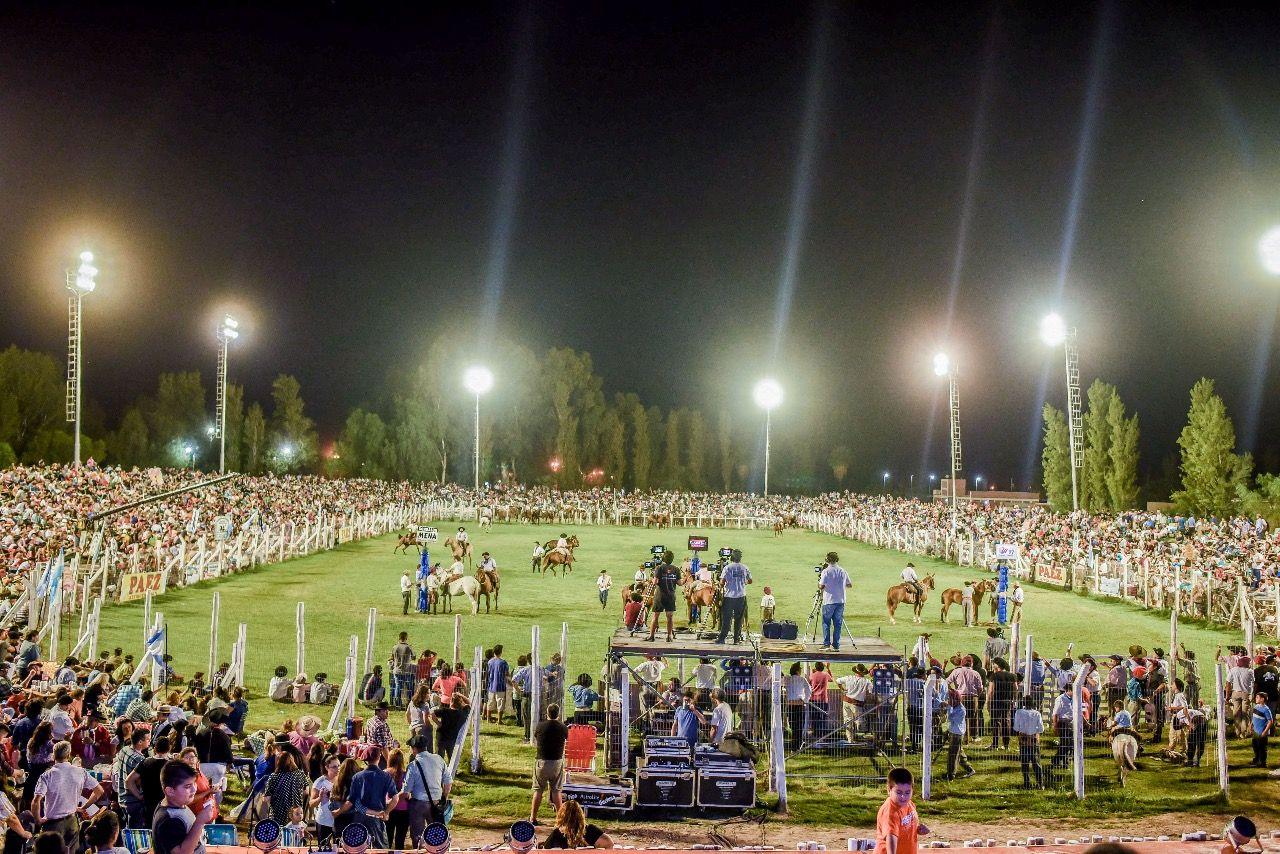 Fiesta de Destrezas Criollas: más de 15 mil personas disfrutaron de la primera noche