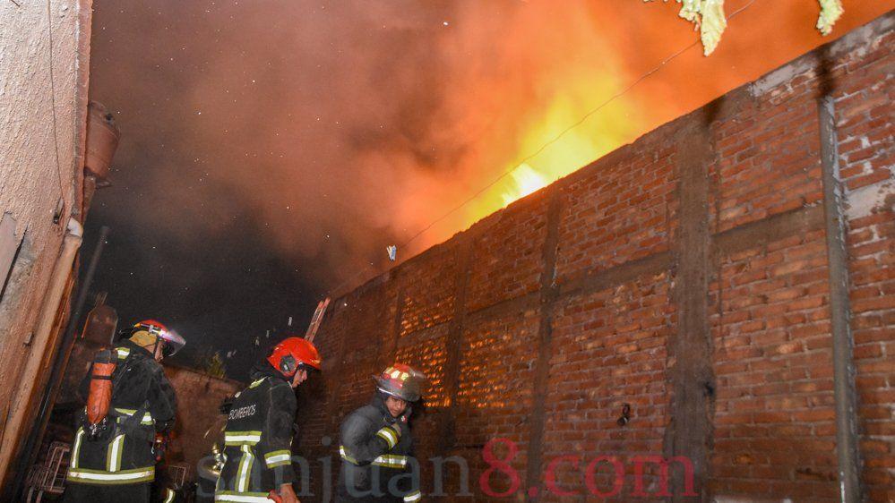 Incendio - Bomberos - Foto: Adrián Carrizo