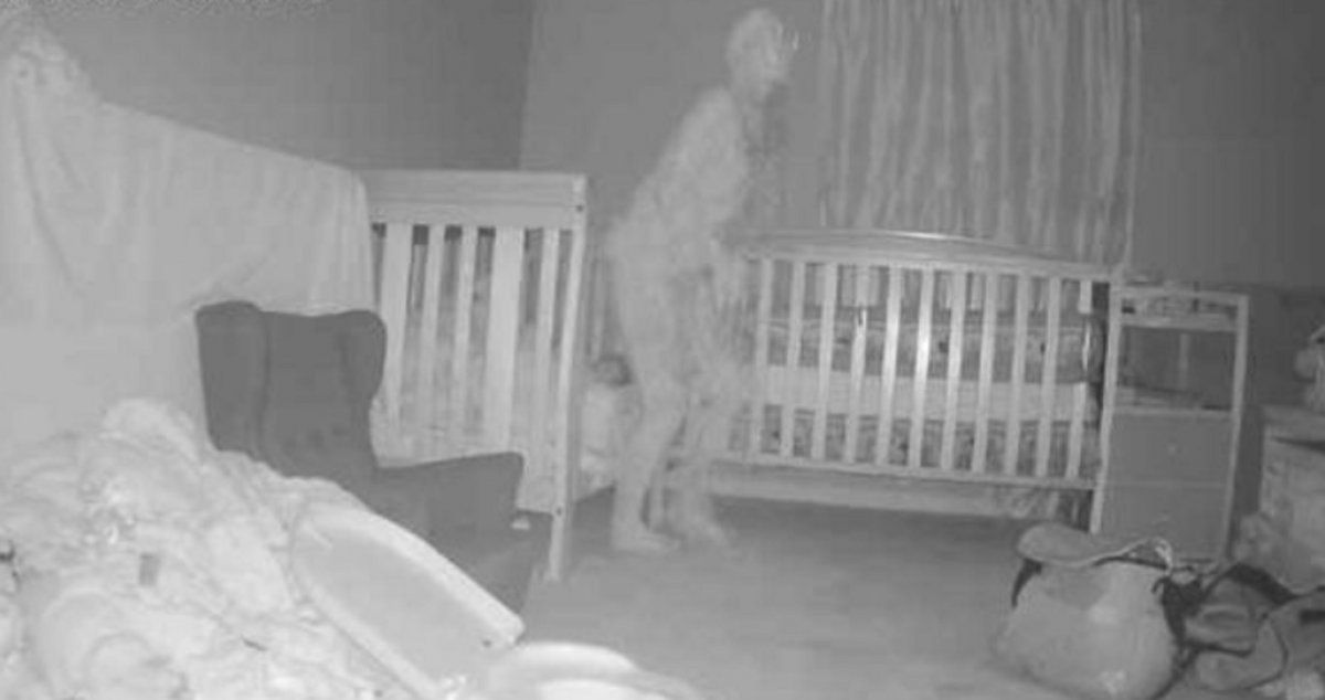 El supuesto demonio registrado en la habitación de la menor.