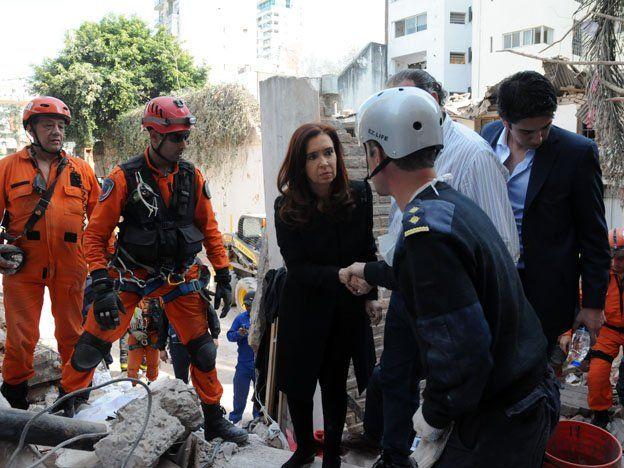 La presidenta viajó a Rosario y visitó la zona de la explosión