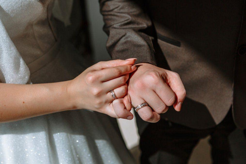 Se casó y separó de su mujer cuatro veces para obtener beneficios laborales