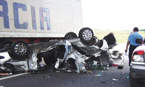 Murieron cuatro personas en un accidente en una autopista en Córdoba