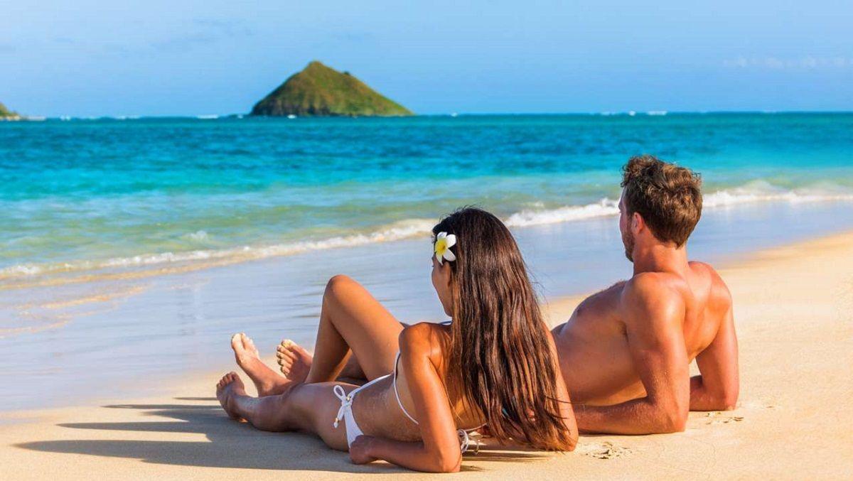 Aseguran que tomar sol aumenta el deseo y la pasión sexual