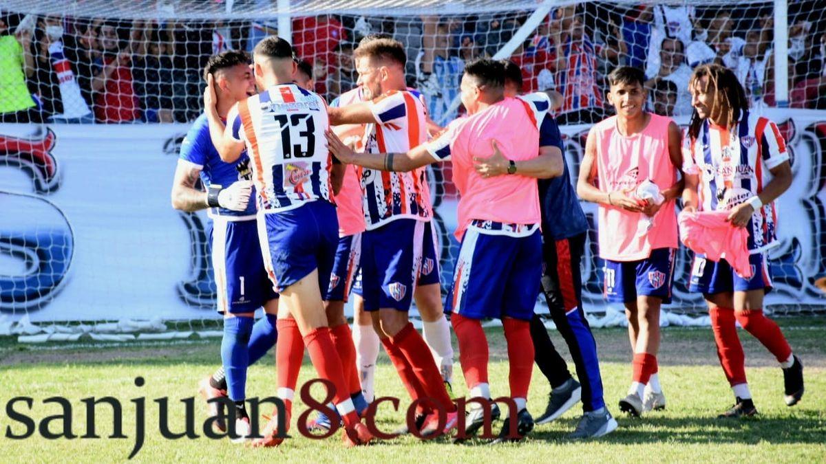 Peñarol ganó tres puntos de oro para acercarse a la clasificación del Federal A. Fotos: Adrián Carrizo.