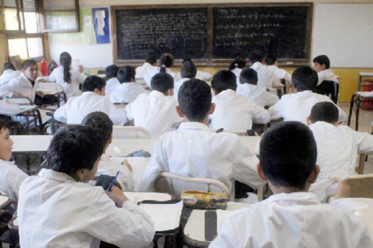 El ministerio de Educación informó que este martes las clases serán normales