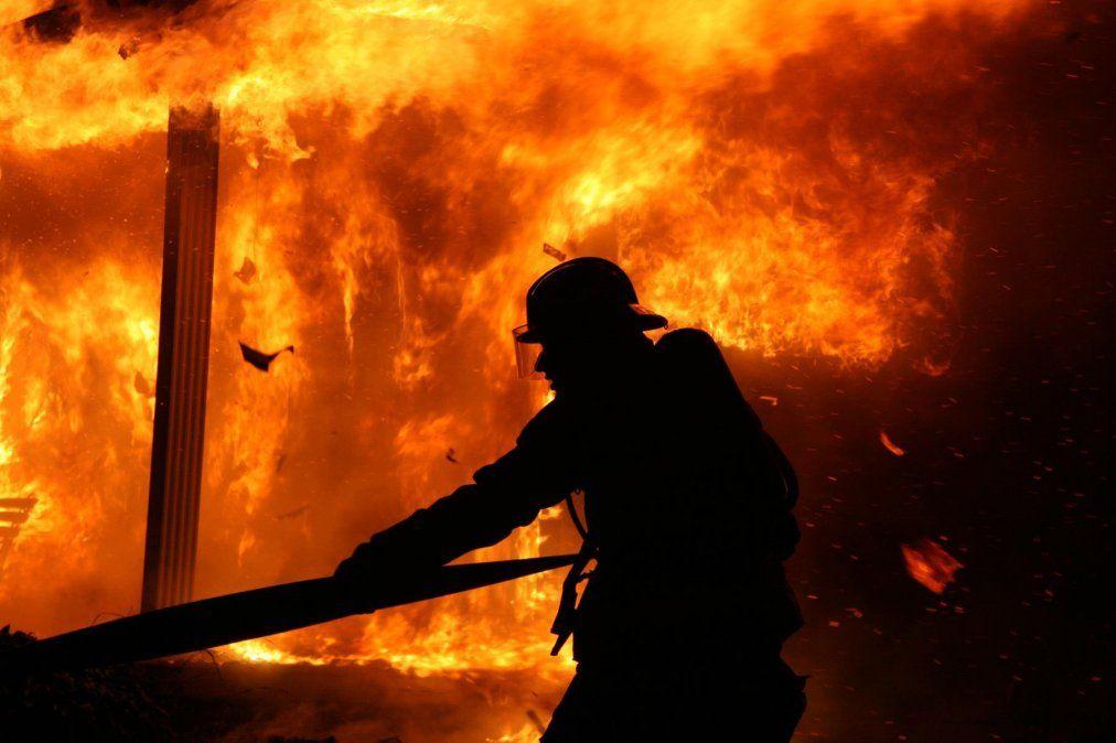 Bomberos sofocaron dos importantes incendios en Capital