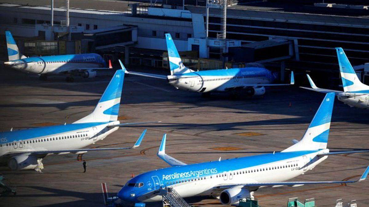 Mario Meoni confirmó la restricción de vuelos por la nueva cepa del COVID-19.