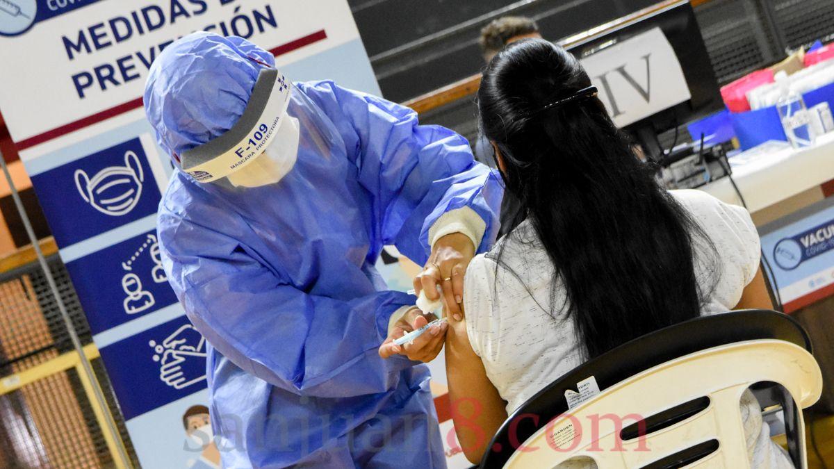 En San Juan ya se pueden vacunar contra el COVID las personas mayores a 60 años