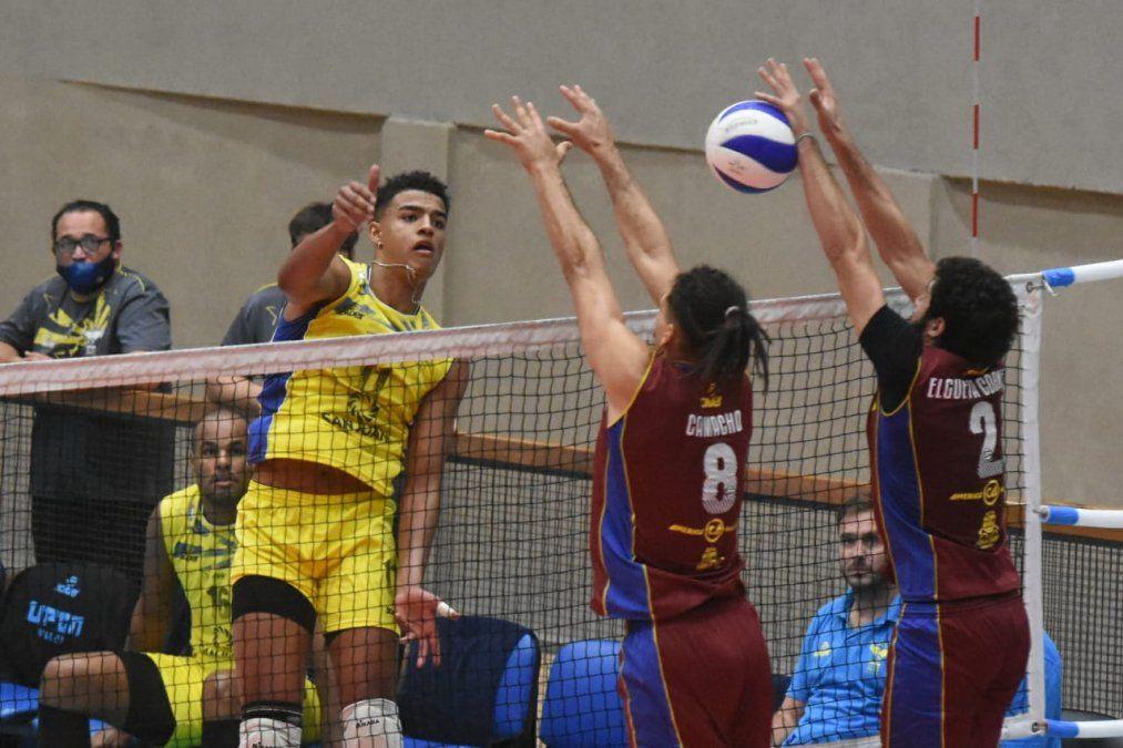 Manuel Armoa se ganó un lugar en la Selección Mayor de vóley.