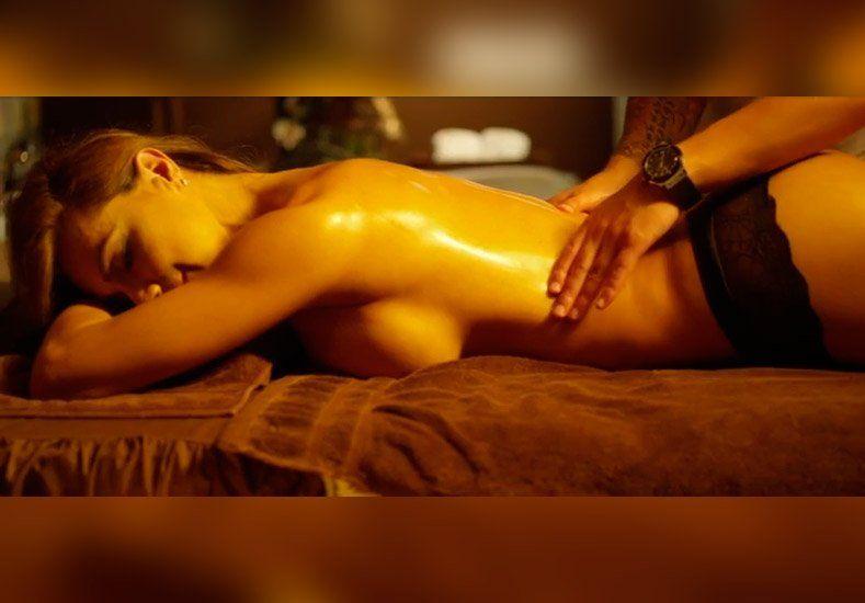 Esperanza Gómez protagonizó escenas súper hot para un videoclip