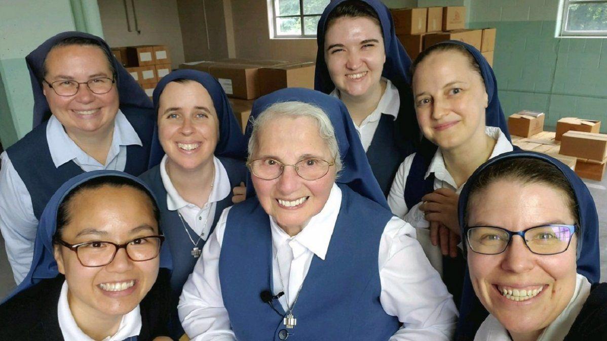 Monjas de la congregación Daughters of St Paul.