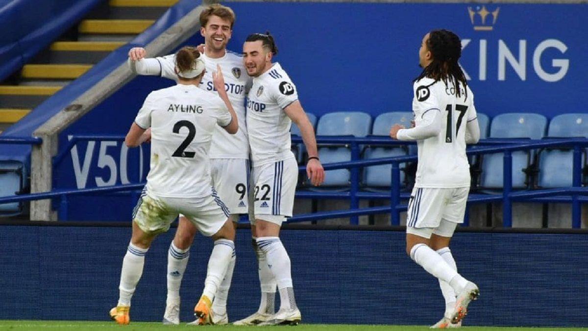 El Leeds de Bielsa ganó de visitante al Leicester