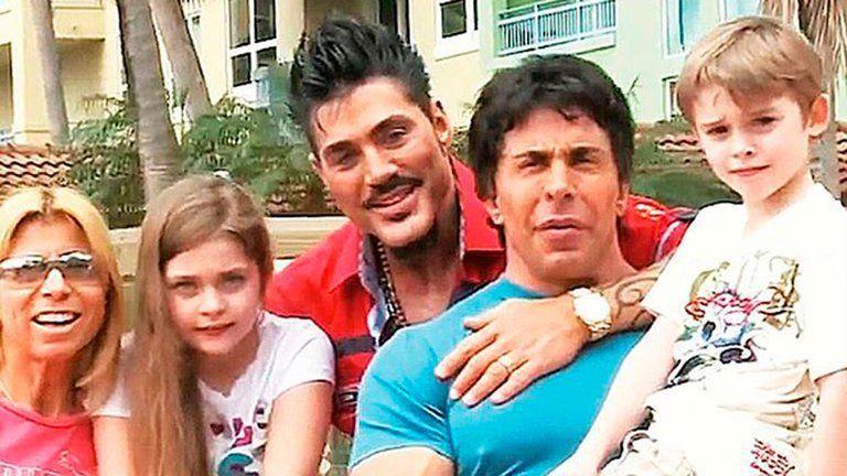 Ricardo Fort junto a su familia