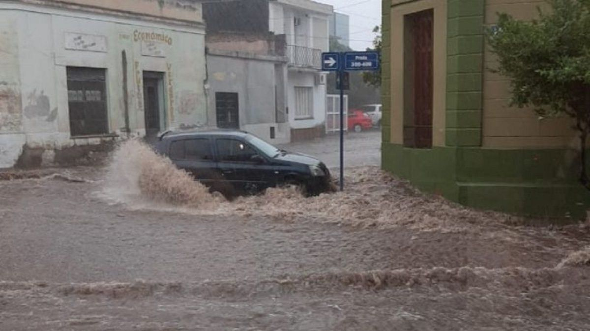 Calles dañadas y una veintena de personas evacuadas por el temporal en Catamarca