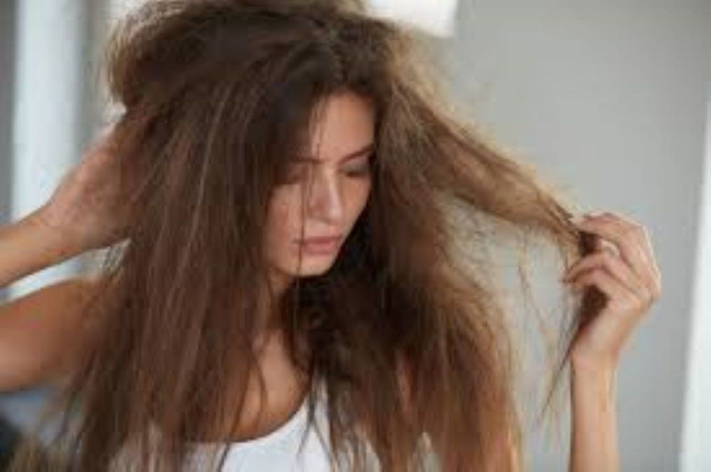 Peluquero deberá pagar por quemarle el cabello a una clienta