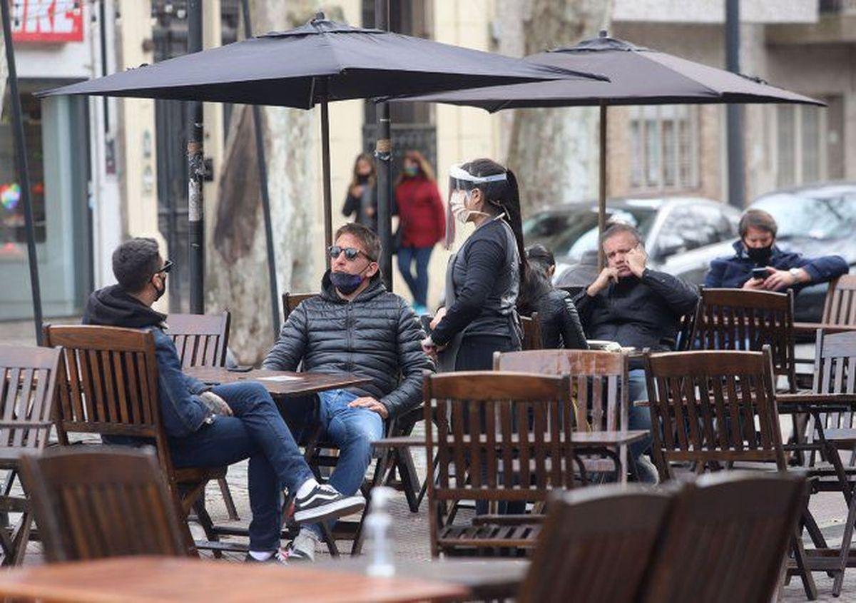 La Rioja exigirá certificado de vacunas para entrar a bares y salones de fiesta