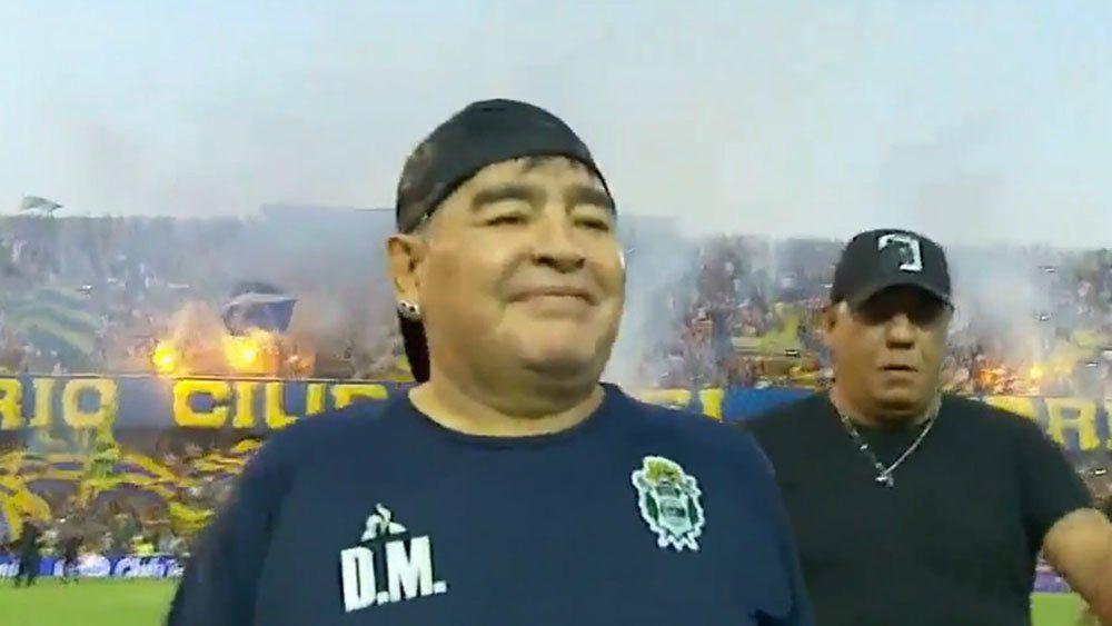 """""""Pecho frío"""": el hostil recibimiento de Rosario Central a Maradona"""