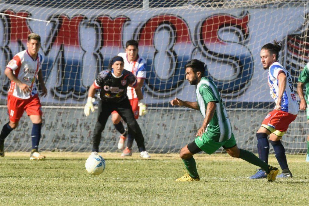 Peñarol perdió 1 a 0 en casa ante Camioneros. Foto: Adrián Carrizo.