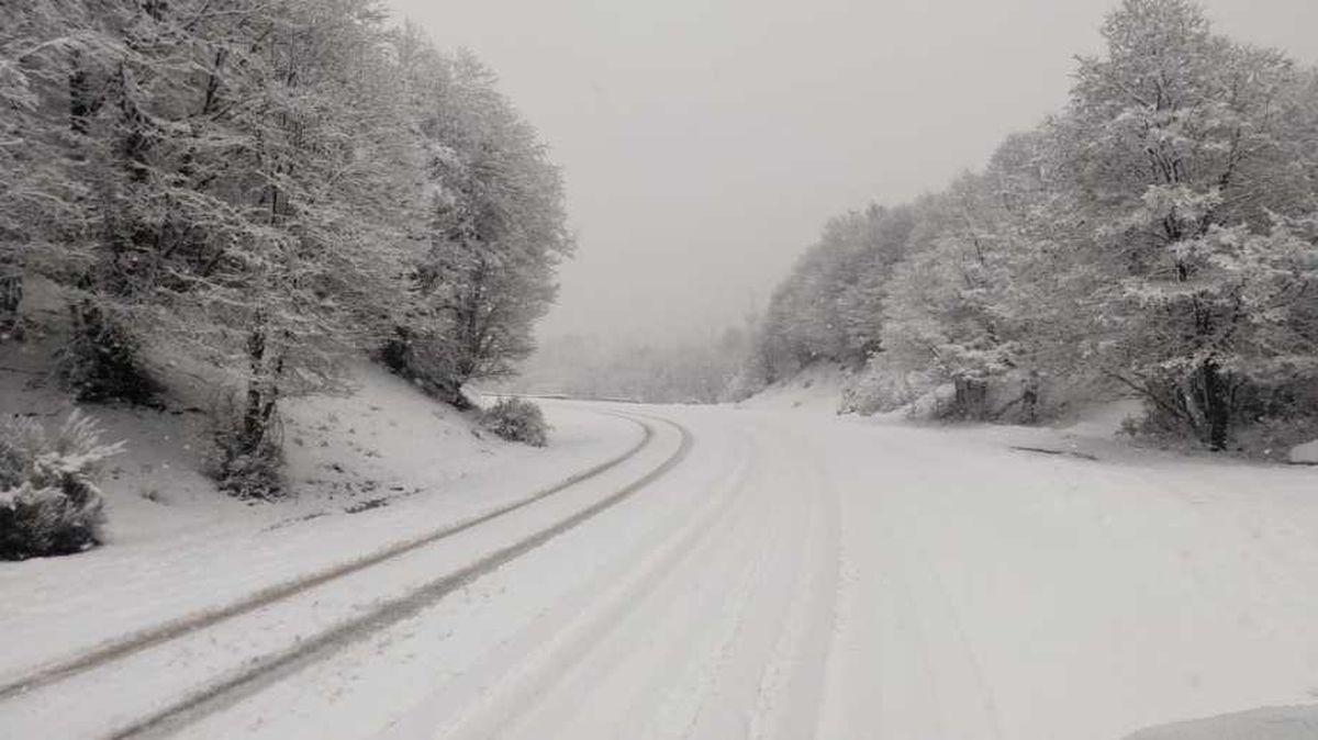 Interrumpieron rutas por acumulación de nieve en Neuquén