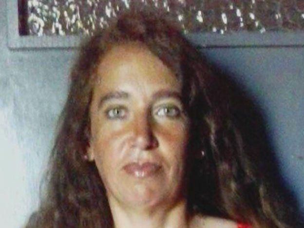Una mujer fue asesinada a mazazos delante de su hijo