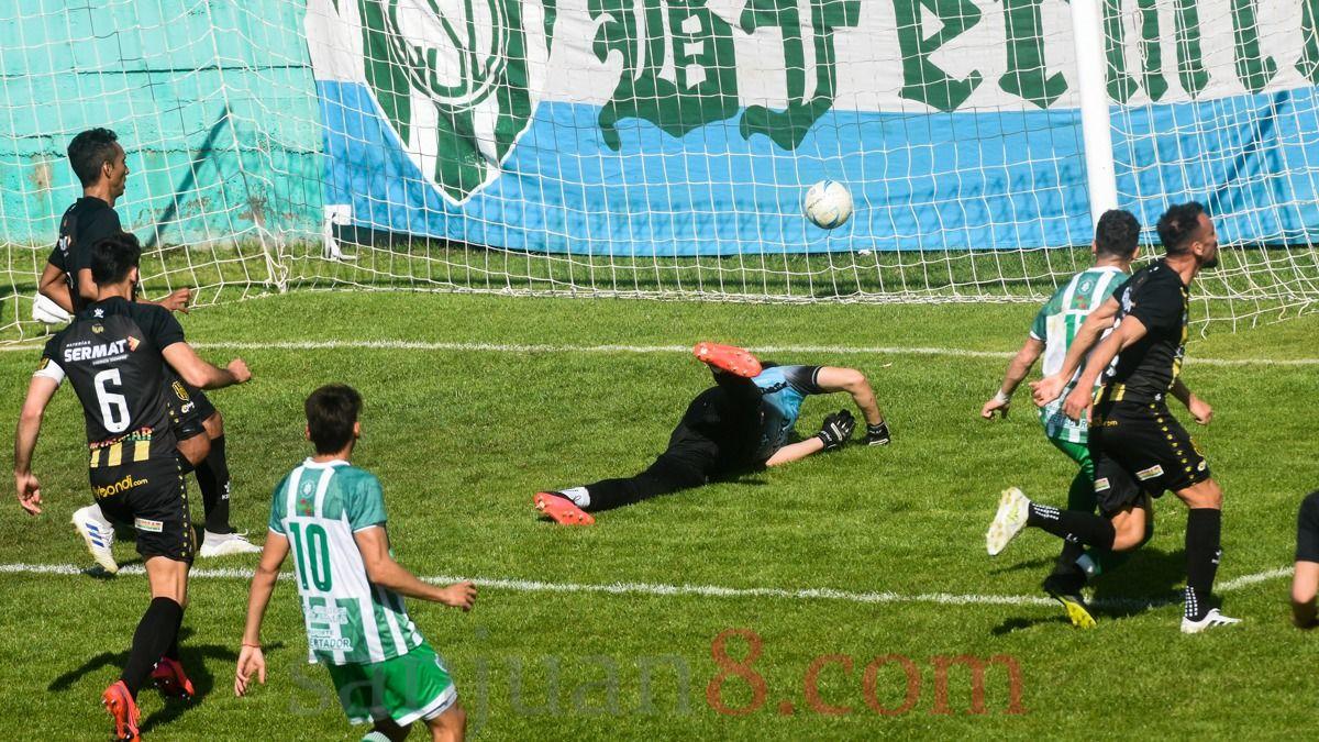 Desamparados igualó 2 a 2 con Olimpo en el Serpentario. Fotos: Adrián Carrizo.