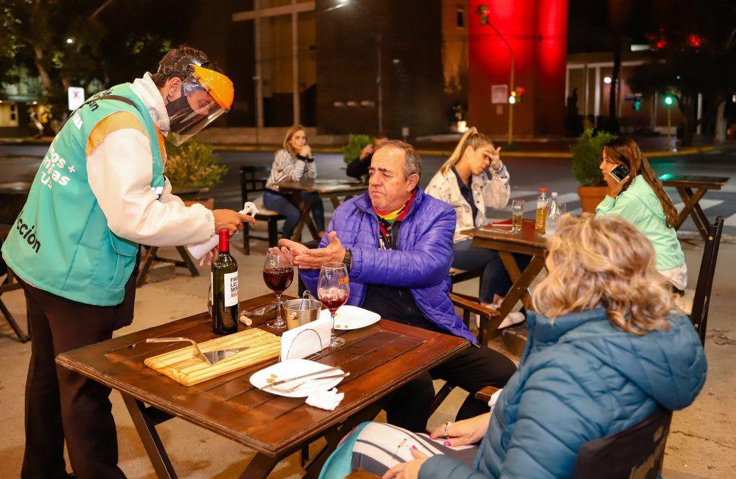 Modificaron los horarios de cierre de los restaurantes y de circulación nocturna