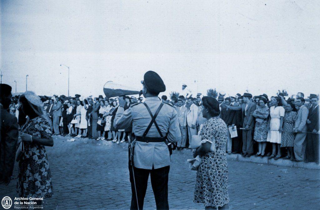 Los primeros pasos y funciones en imágenes de la policía sanjuanina: la historia nunca antes contada