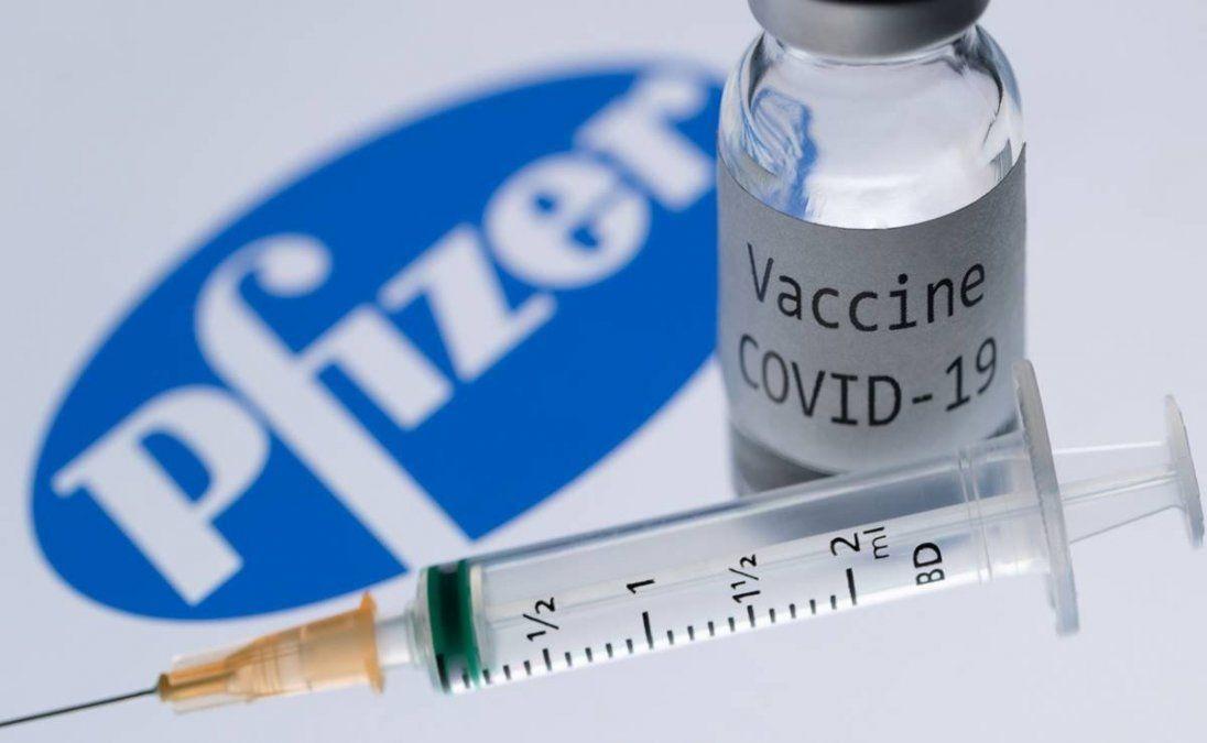 Estados Unidos aprobó la vacuna de Pfizer y comienza la vacunación