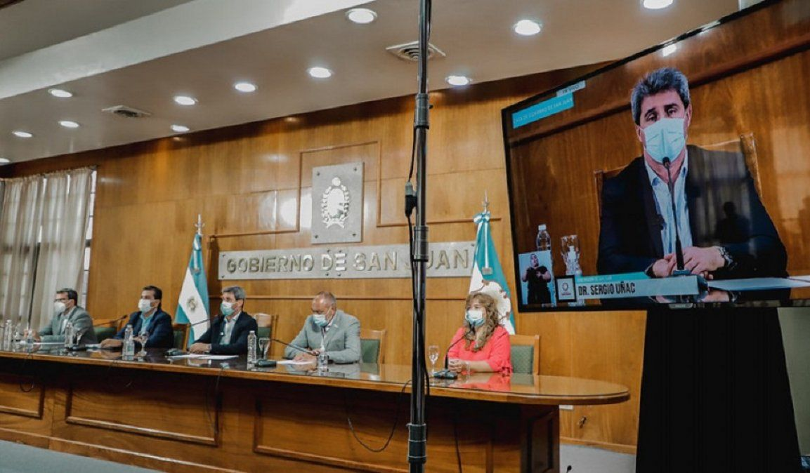 El gobernador de la provincia brindando detalles de la primera entrega a municipios.