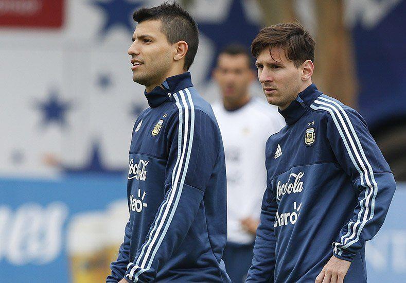 Buen síntoma: Argentina volvió a las prácticas y el Kun entrenó con normalidad