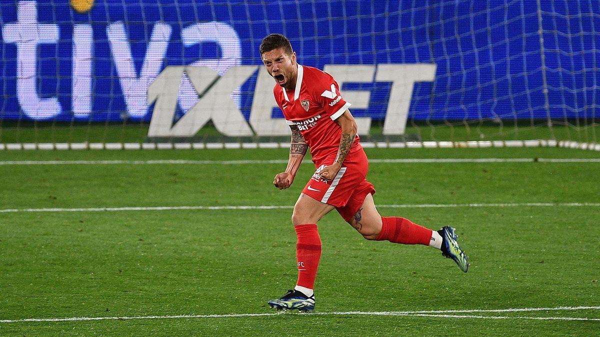 Alejandro Papu Gómez festejando uno de los goles del Sevilla.