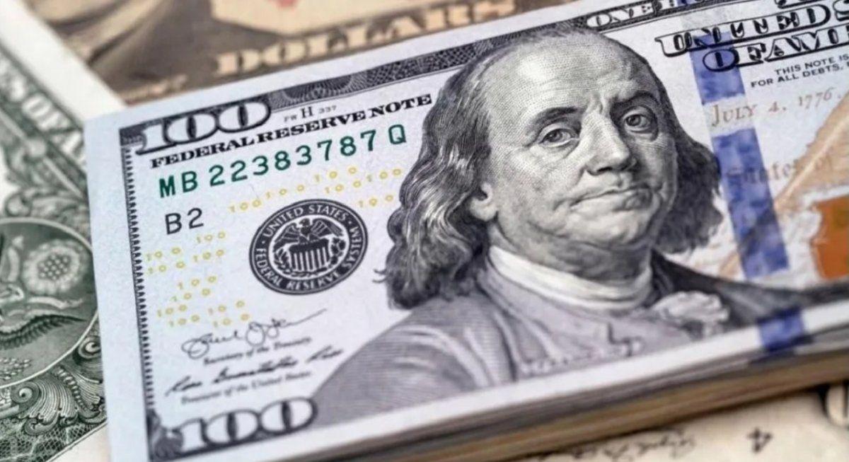 El dólar oficial cotizó a $ 90,79 y el informal tuvo una leve baja