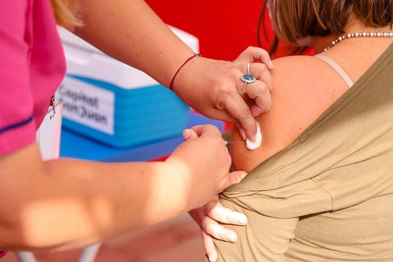 Capital convoca por mensajes de texto a adultos mayores a vacunarse con la antigripal
