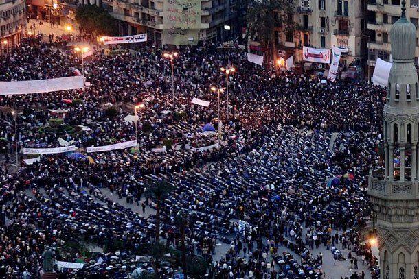 Crisis en Egipto: bajo presión, Mubarak aceptó crear un comité para reformar la Constitución