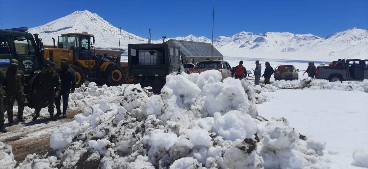 Rescataron a 9 turistas que quedaron varados en la peligrosa nieve