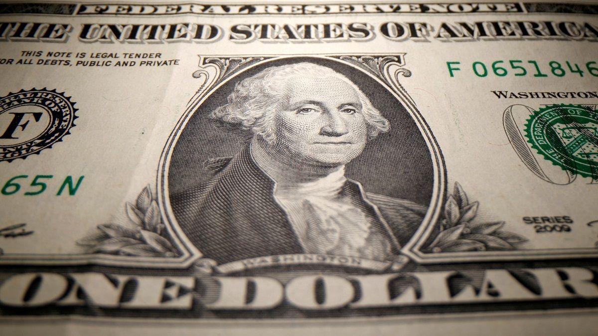 El dólar oficial cerró en alza a $99.30 y el blue