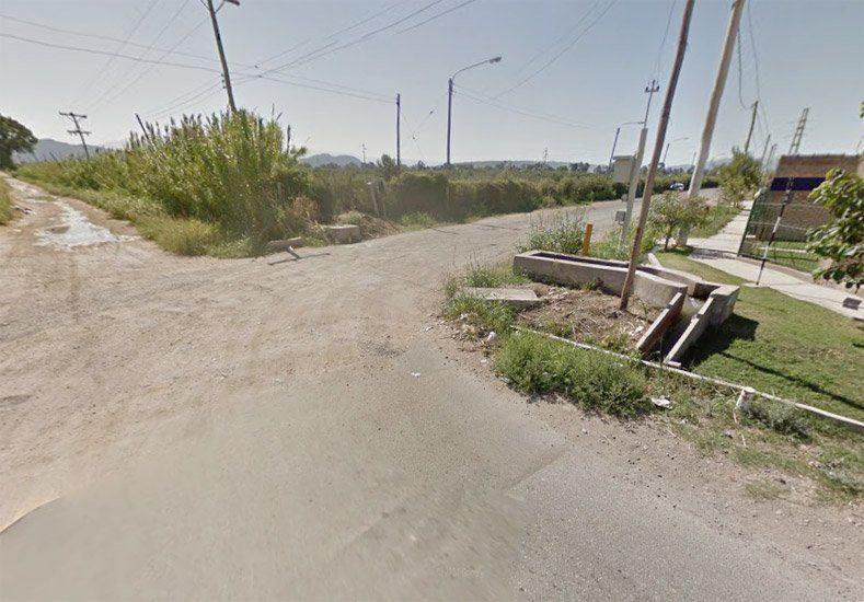 Le robaron el Chevrolet Aveo de la puerta de una casa en el barrio Del Carmen