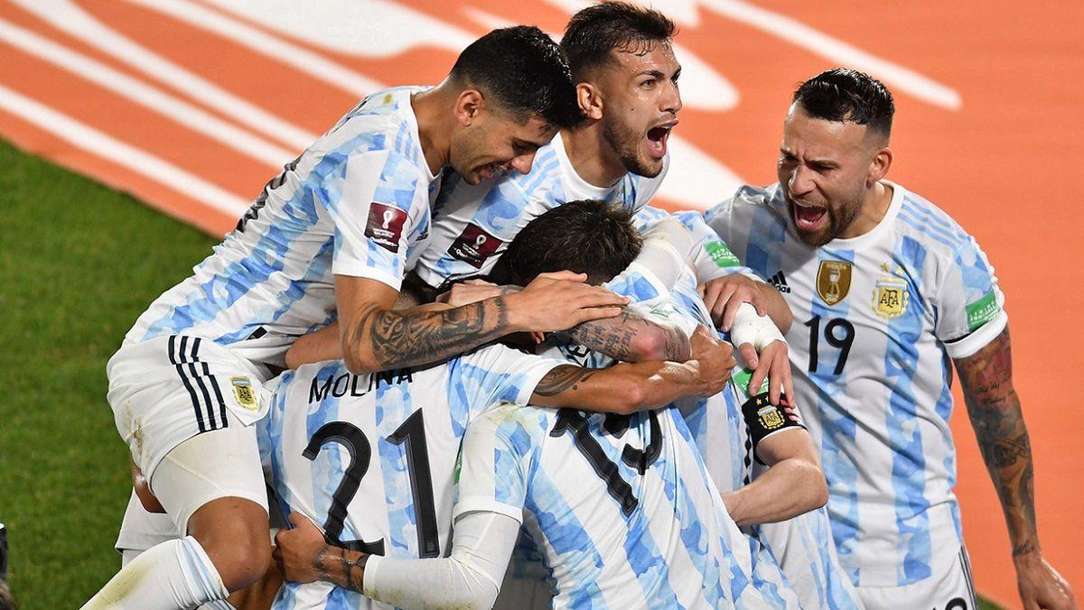 Argentina jugó un partidazo y le dio un baile a Uruguay