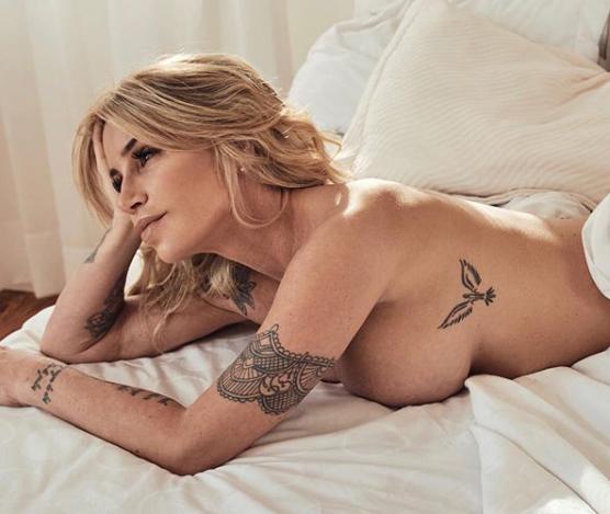 Florencia Peña compartió fotos con poca ropa desde su cama
