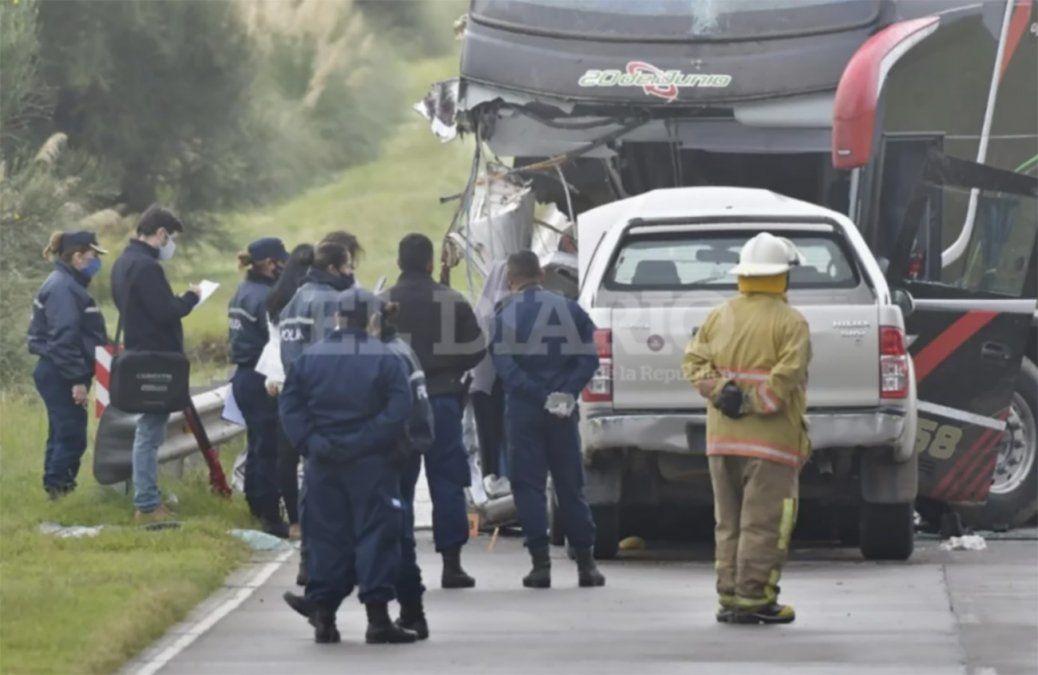 Un colectivo sanjuanino participó de un tremendo accidente: dos muertos