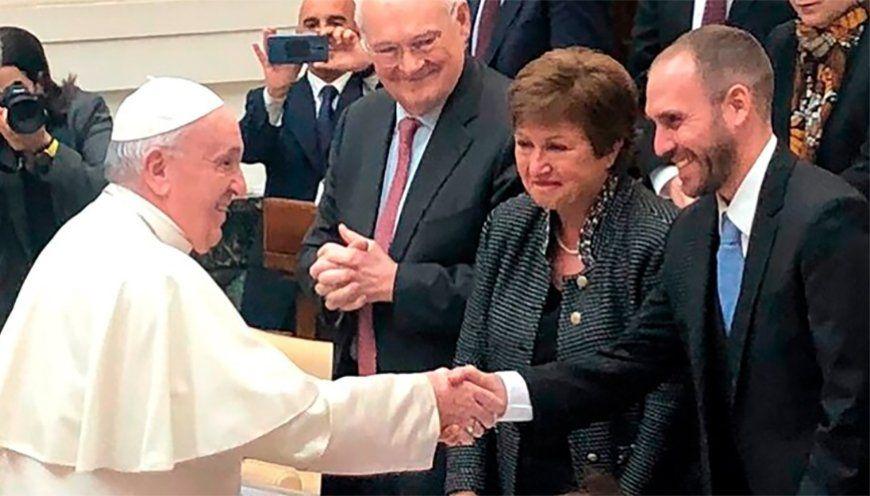 Francisco instó a la directora del FMI a dar alivio a los países endeudados