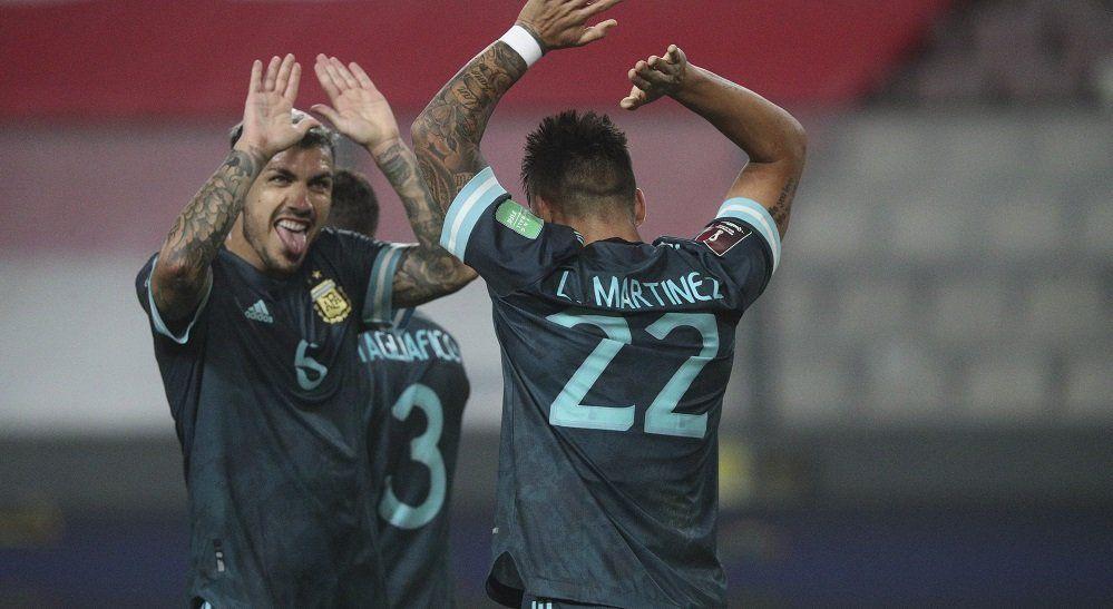 Argentina volvió al triunfo ante Perú y está segunda en la tabla.