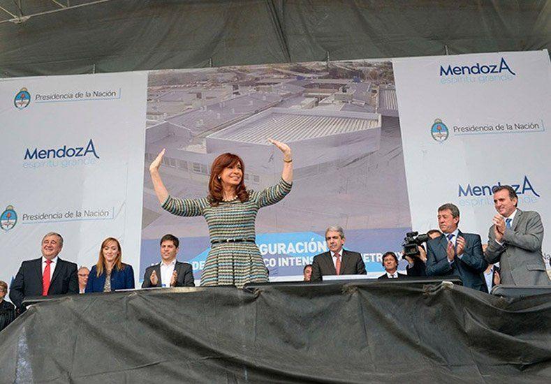 Cristina inauguró obras en Mendoza a través de Cadena Nacional
