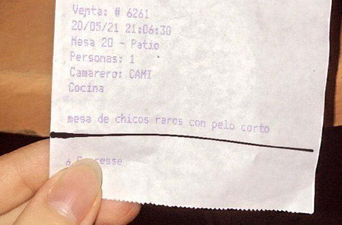 El ticket viral de un bar: Mesa de chicos raros