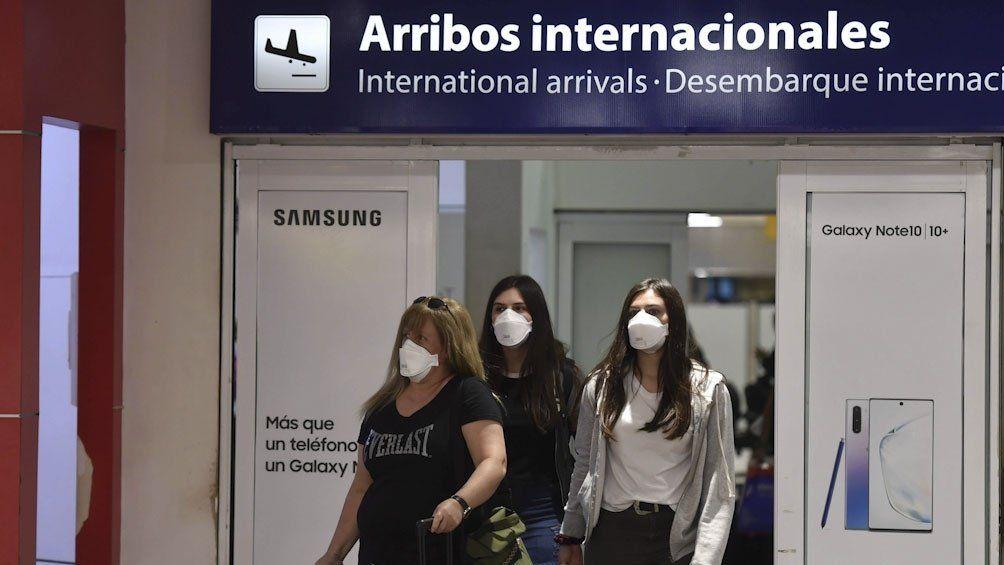 Desde hoy, los argentinos que vengan desde el exterior ya no deberán aislarse