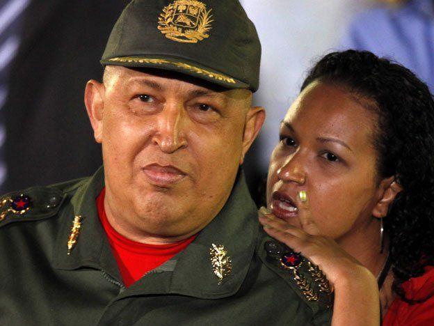 Chávez: su hija tiene la eventual decisión de desconectar la máquina que lo mantiene vivo