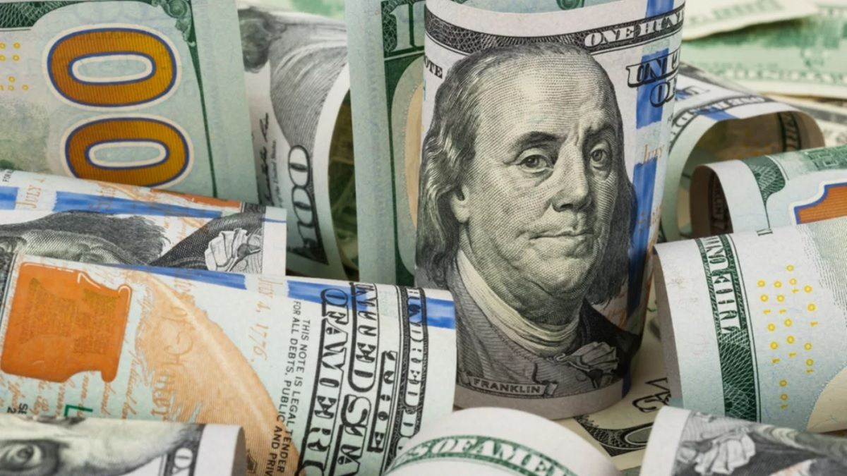 El dólar oficial cerró la jornada del lunes en $98.31.
