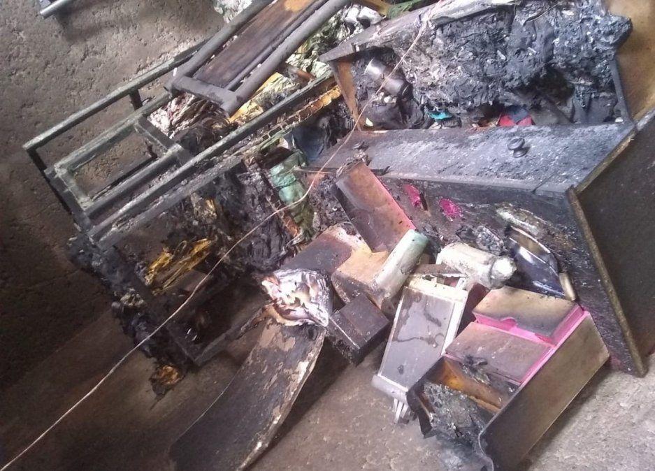 Un voraz incendio consumió una vivienda en Pocito